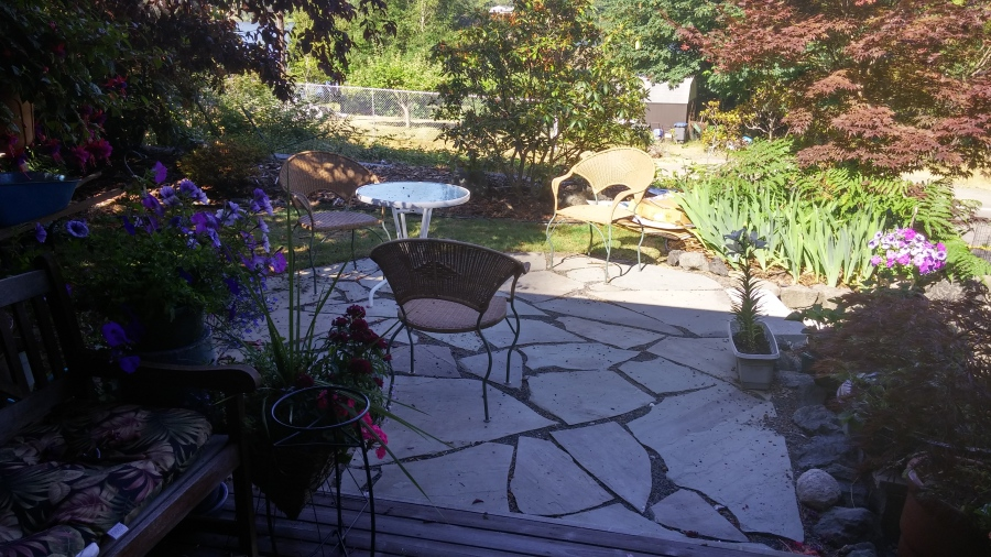 Stone pathways patios pavers levy s lawns for Landscaping rocks kitsap county